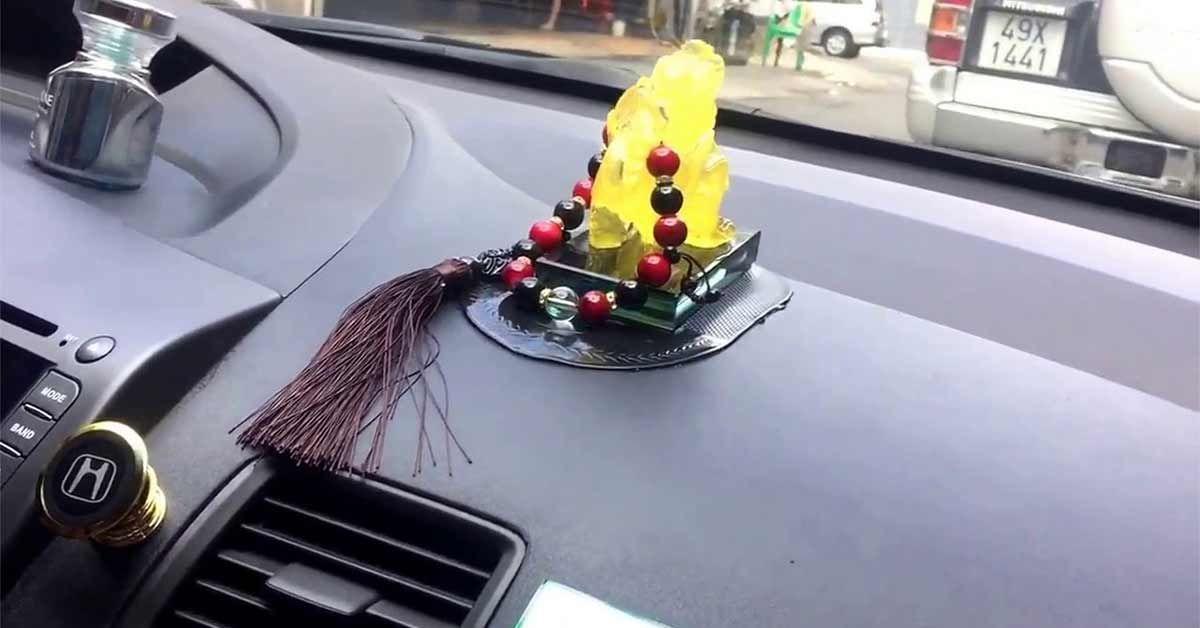 nước hoa xe hơi